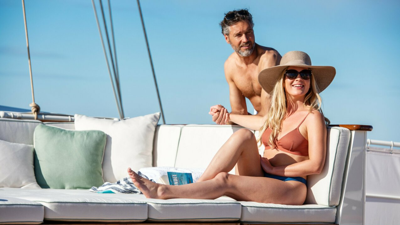 When to charter a yacht in Greece?