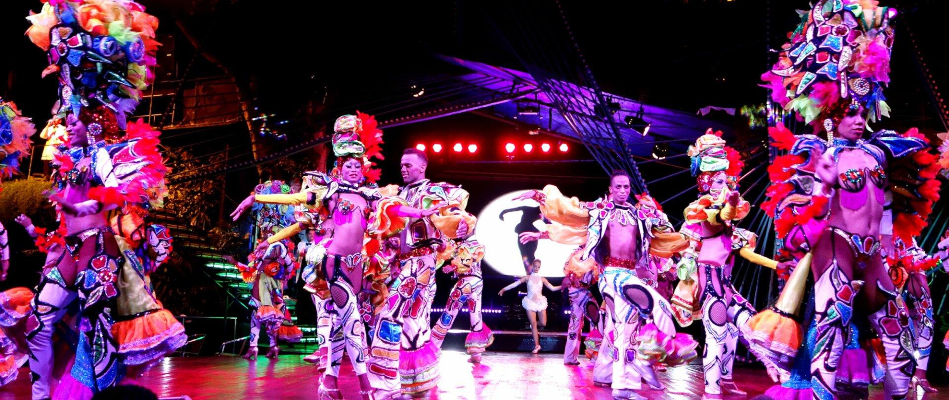 Flamboyant Cuban dancers