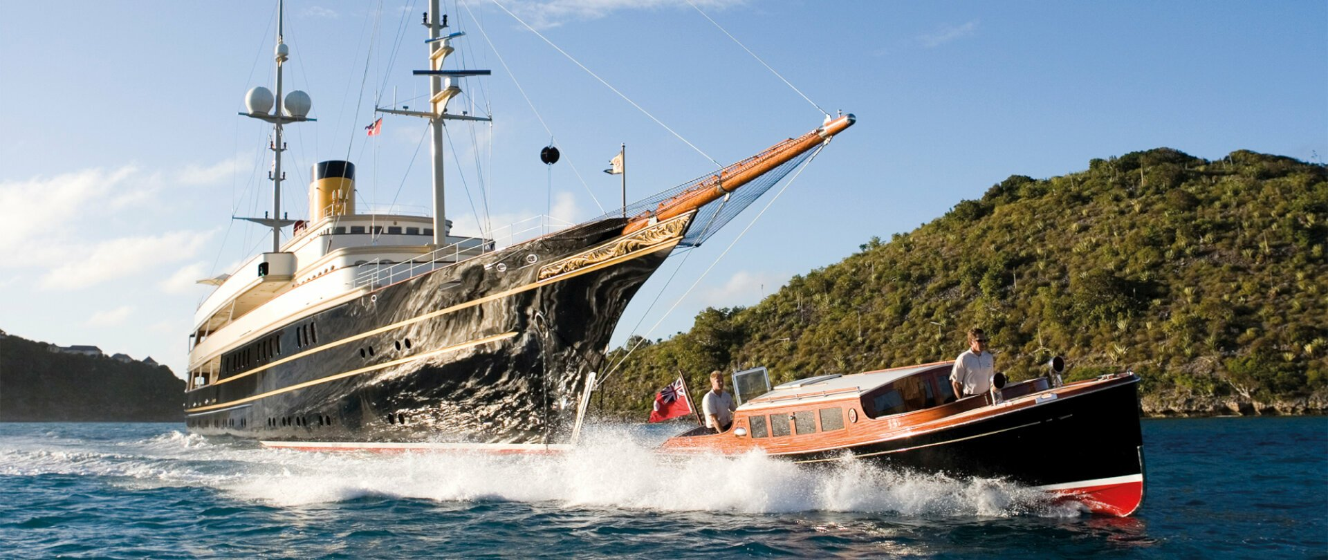 Motor yacht Nero sailing past Islands