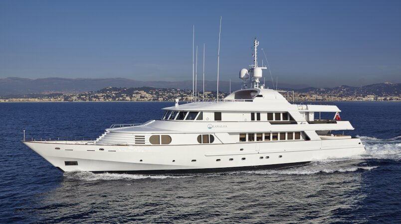 KANALOA - At anchor during MYS 2017 / Bring offers