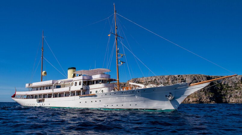 Glide into Greece this summer on a Haida 1929 charter