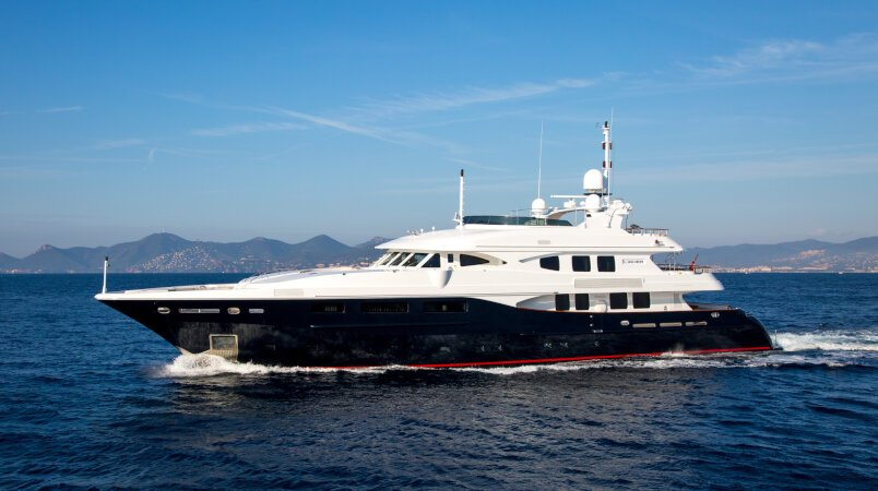 Yacht sold, Lighea
