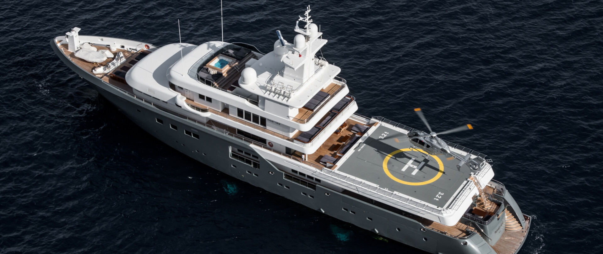 Stunning charter yachts with commercial helipads photo 1