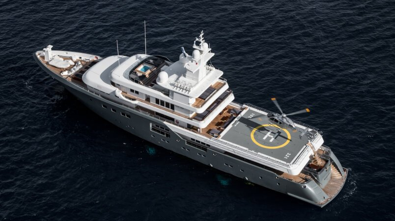 Stunning charter yachts with commercial helipads