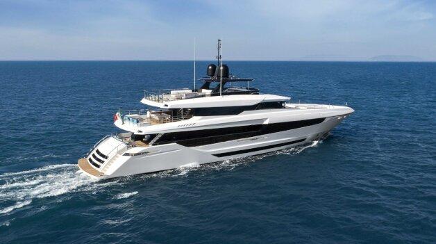 sold yacht Mangusta Oceano 43