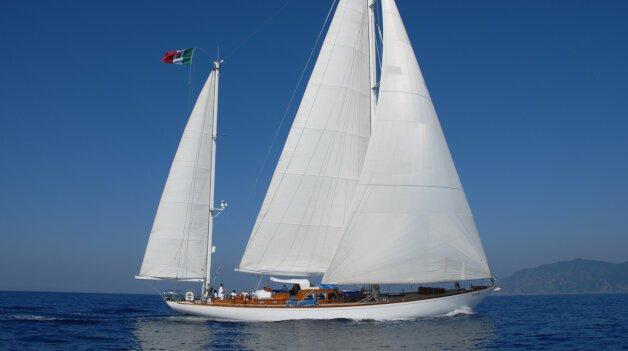 sold yacht Gitana IV