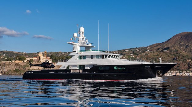 sold yacht TYR