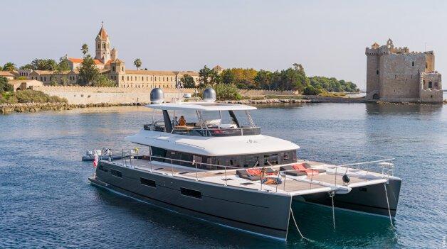 sold yacht Surfrider III