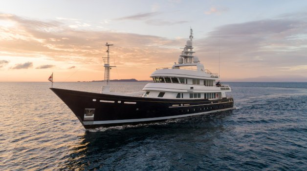 sold yacht Full Moon