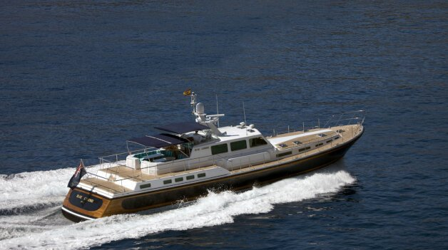 sold yacht Blue Legend
