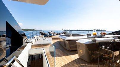 Solo Yacht Interior