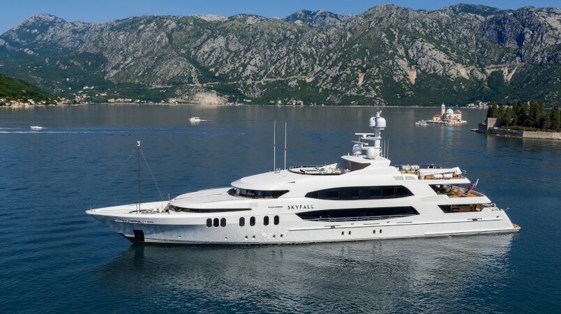 Skyfall yacht for Charter