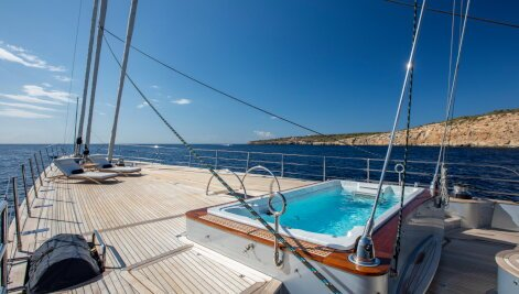 Perseus^3 yacht for Charter