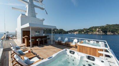 Bleu De Nîmes Yacht Interior