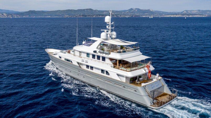 De-De yacht for Charter