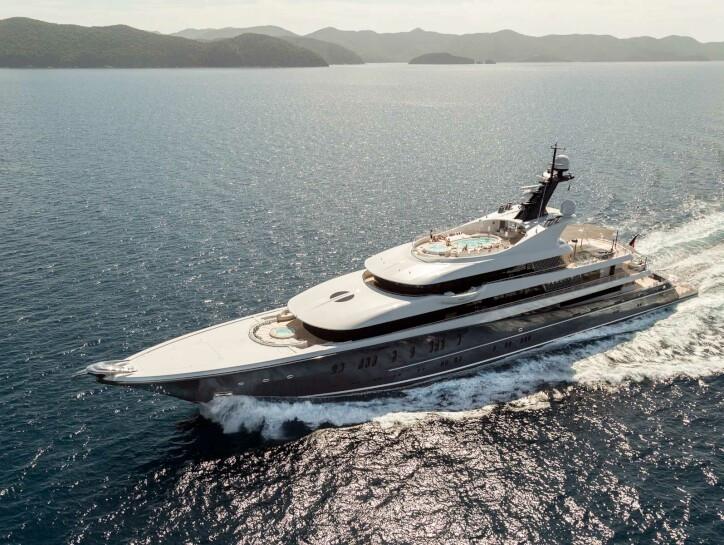 Phoenix 2 yacht for charter