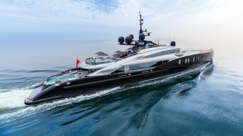 Okto yacht for Charter