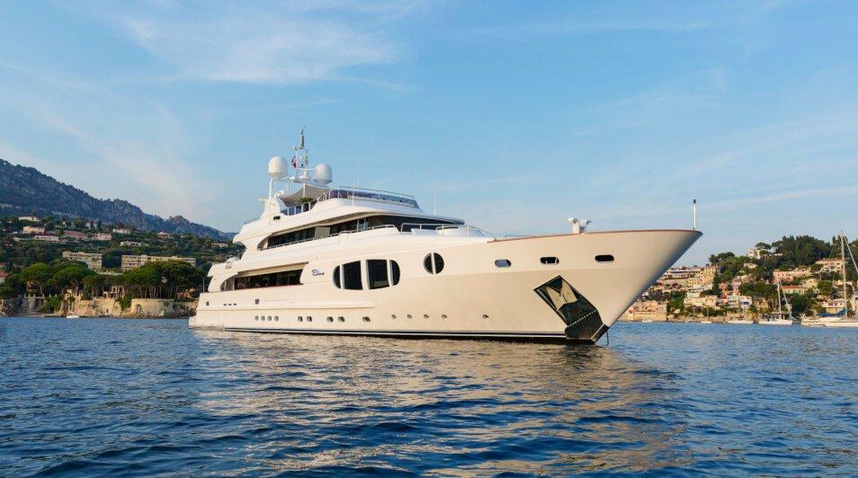 Bina  yacht for Charter