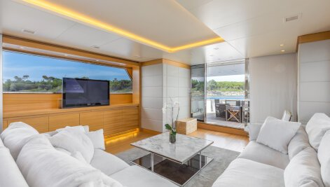 Sud yacht for Charter