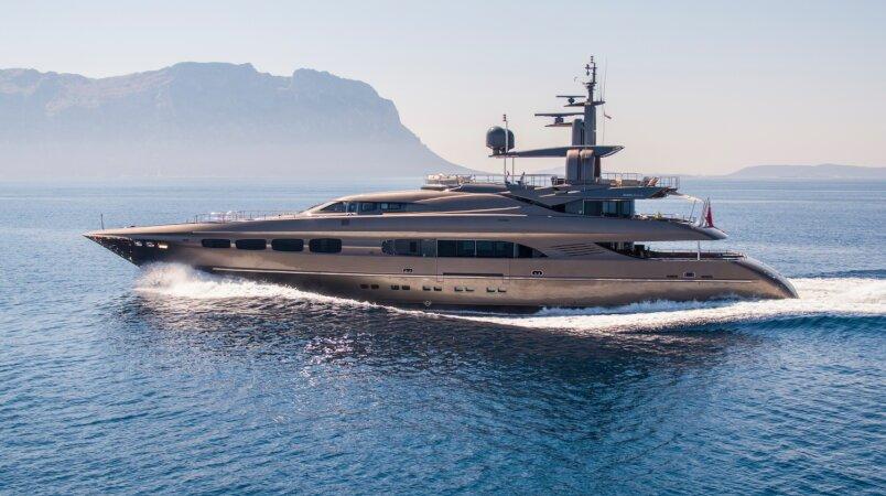 Auspicious Luxury Super Yacht For Sale