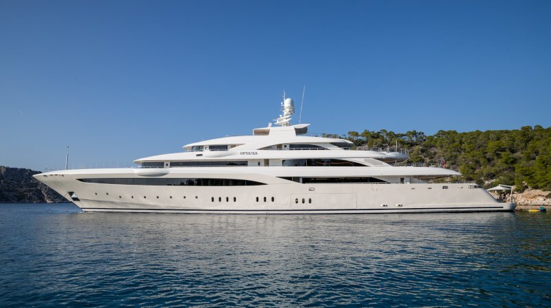 O'Ptasia yacht for Charter