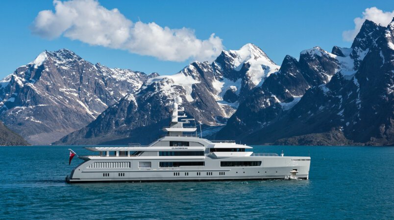 Cloudbreak yacht for Charter